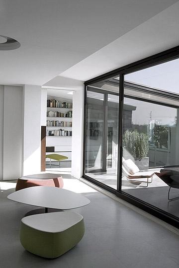 appartamento bianco zenitale, milano