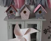 En Stock - 3 Nichoirs maisonnettes cages à oiseaux rose poudré gris étoiles - décoration chambre enfant bébé fille : Accessoires de maison par la-fabrique-a-reves