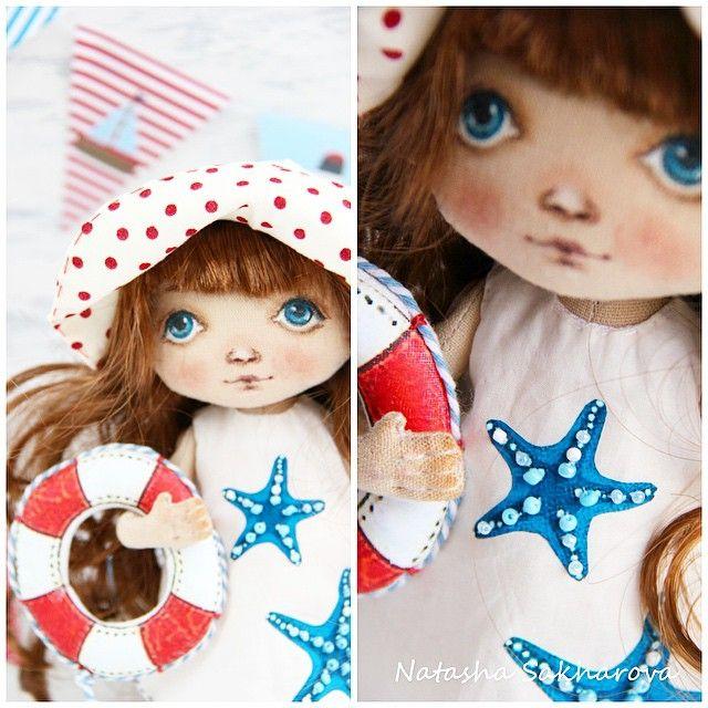 Всем доброго утра и хорошего дня!☀️☀️☀️ В продолжении морской темы - новенькая малышка😊, с настоящими морскими звездами и обязательно в панамке, чтобы солнышко головку не напекло☀️😀😀! #куклысахаройнатальи#продаю#куклы#текстильнаякукла#море#морскаятема#авторскаякукла