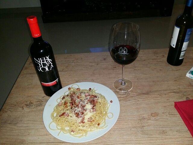 Pasta e um Nero D' Avola TOLA. Perfeita Harmonização! www.chavesoliveira.com.br/ (11) 2155 0871