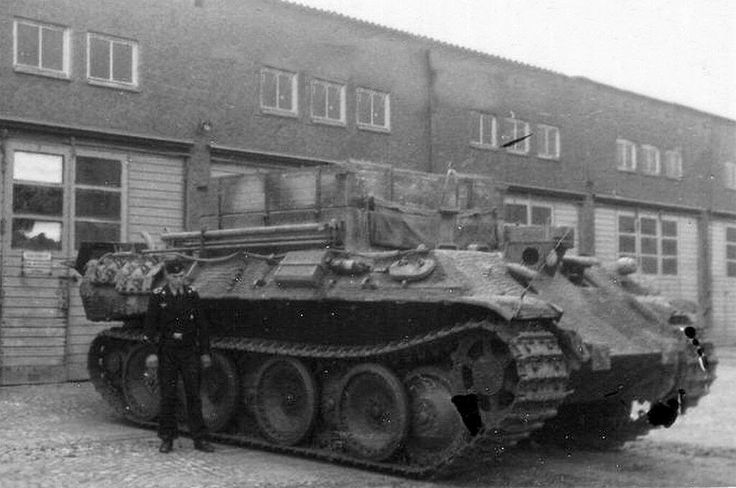 A Bergepanther with it's commander