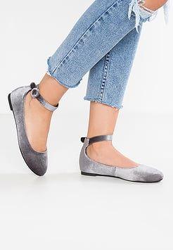 Perfekter Fit mit weiten Schuhen   Weite Schuhe bei ZALANDO lipödem lymphödem lipoedem lymphoedem chic moodboard plus size hose style outfit inspiration übergrößen plus size fashion brand