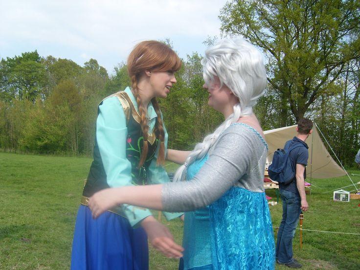 Anna and Elsa from Frozen Elf Fantasy Fair 2014 Haarzulilens