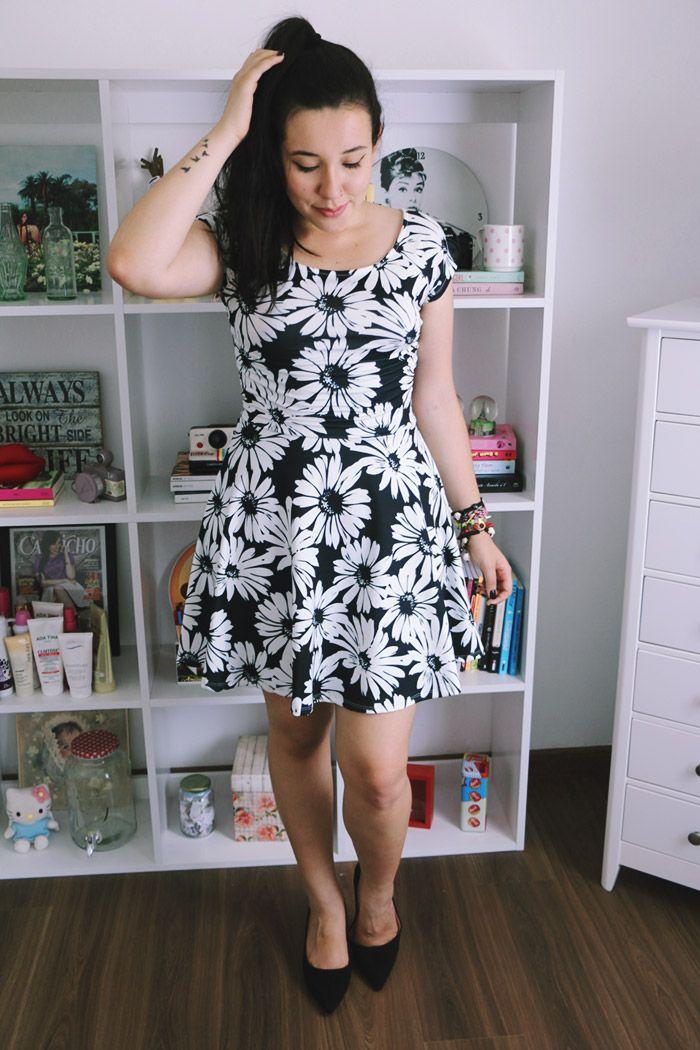 Look: vestido floral com fundo preto Bruna Vieira - Depois dos Quinze
