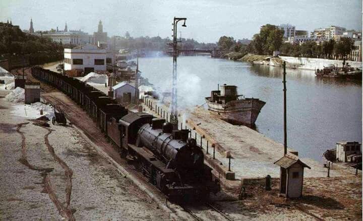 La Sevilla marinera pervivía en el Muelle de la Sal en 1966.