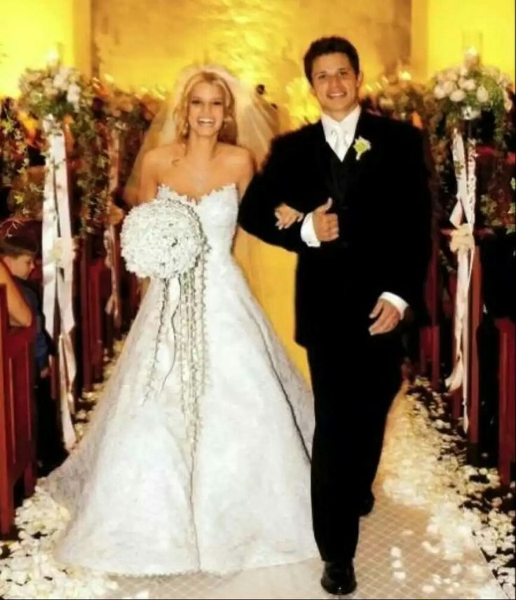 "JESSICA SIMPSON & NICK LACHEY, 2002. ( DIVORCED 2005, CITING "" IRRECONCILABLE DIFFERENCES"")."