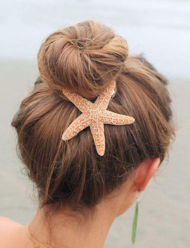 Un accessoire aquatique C'est le moment ou jamais d'accessoiriser vos chignons et attaches avec une pince en forme d'étoile de mer, de coquillage ou de poisson !