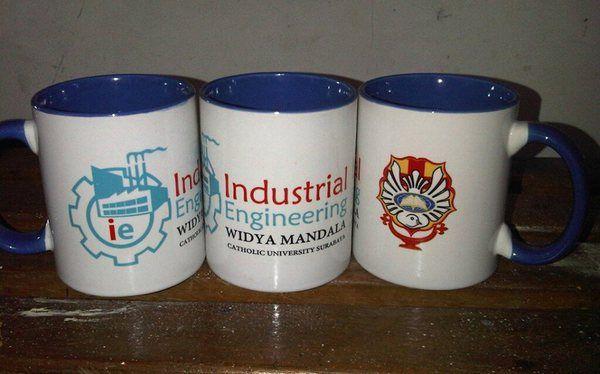 Mug Promosi | Mug Event | Mug Digital | Mug Bergambar | Mug Souvenir Mug Promosi di gunakan untuk kegiatan Branding, event, promosi dan souvenir. Mug promosi bisa di cetak dengan gambar dan logo. Adapun Jenis mug yang kami sediakan yakni : 1. Mug putih 2. Mug warna | Mug jendela 3. Mug warna dalam 4. Mug bambu 5. Mug gagang Love 6. Mug Transparan 7. Mug animal 8. Mug Bungklon 9.Mug Couple