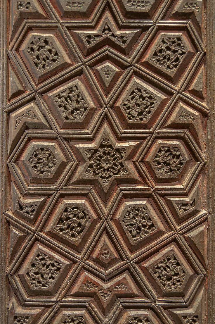 Photo 1166-14: Polygonal pattern on a door in Museum of Islamic ...