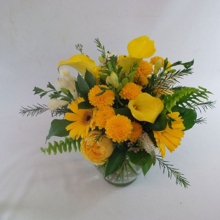 wedding-rustic-table centrepieces-yellow-white. www.plushflowers.ca