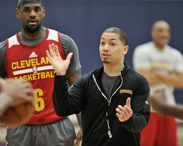 Cleveland Cavaliers Roster: Tyronn Lue Talks Point Guards, Kevin Love To OKC? - http://www.morningledger.com/cleveland-cavaliers-roster-lue/13107022/