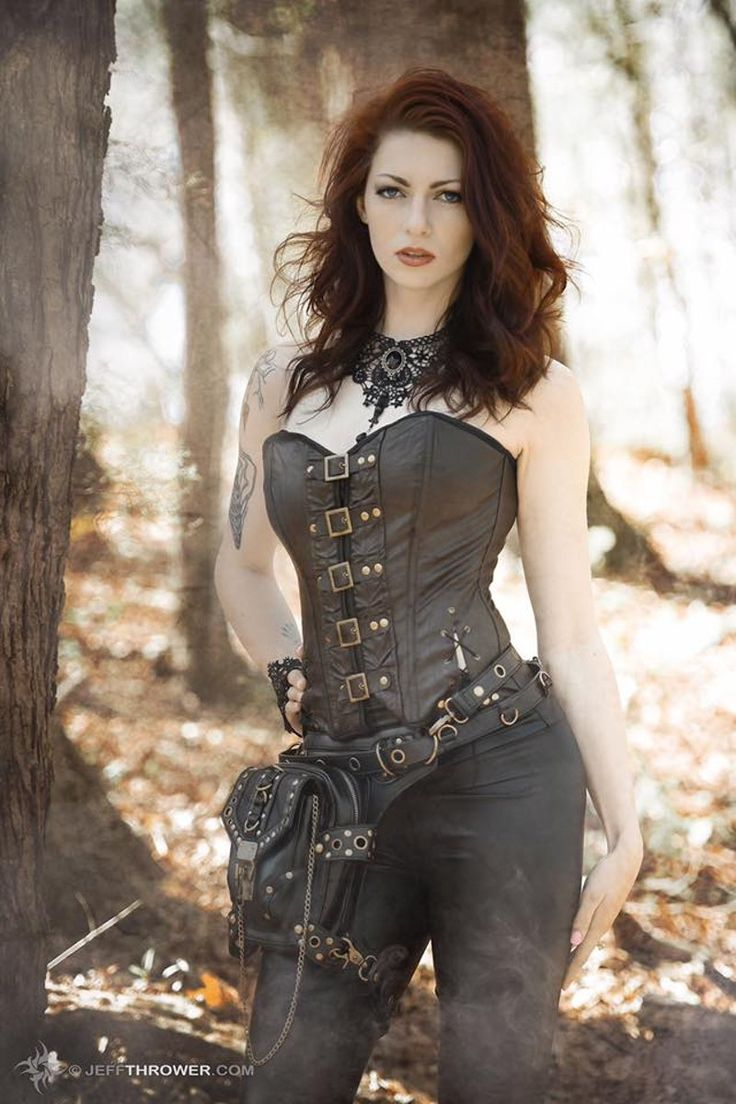 Steampunk girls with nice curves - Ariel
