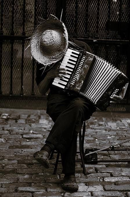 ambient-entropy:  arabamolsamontgiymezdim:  Henri Cartier-Bresson  Good Night tumblrs! :)