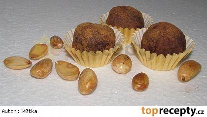 Na hrnec s mírně vroucí vodou položte tepluvzodrnou (ne nerezovou mísu) mísu s 200g čokolády. Přisypte 20g třtinového cukru a nechte pozvolna...