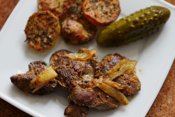 Wątróbka drobiowa z cebulą i ziemniakami