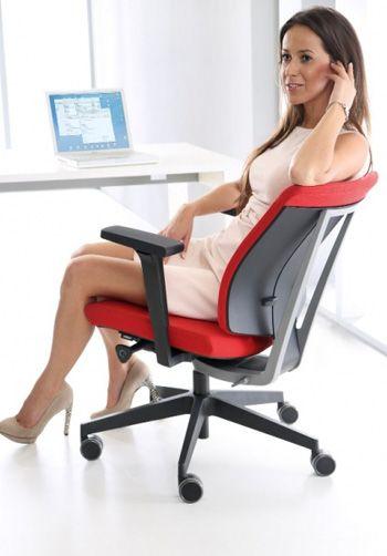 Ergonomiczne krzesło biurowe XENON ze strony http://www.arteam.pl/kolekcja/fotele-i-krzesla-biurowe/xenon/