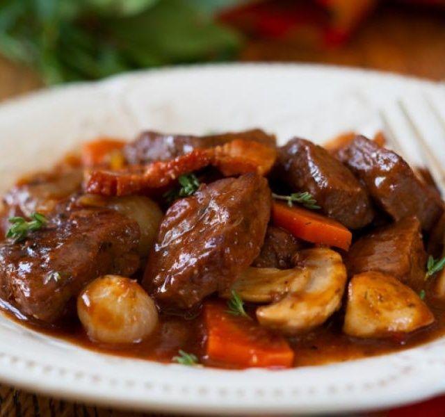 Recept Francouzské dušené hovězí s houbami a pomerančem