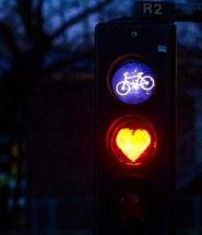 Manuale di sopravvivenza per ciclisti urbani - http://www.ehabitat.it/2014/04/07/consigli-di-sopravvivenza-per-ciclisti-urbani/