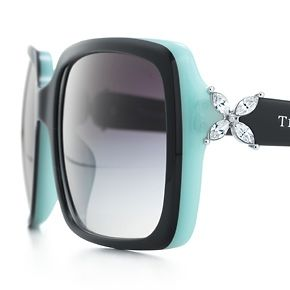 Tiffany and Co. WANT! Hmmm.....I've told my hubby I want Tiffany sunglasses. Maybe I should be a little more specific and print this pic :-)