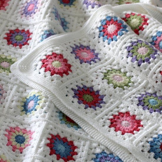 Pattern and tutorial on how to crochet a Sunburst Granny Square Blanket. There are tips on storage and squares arrangement too.
