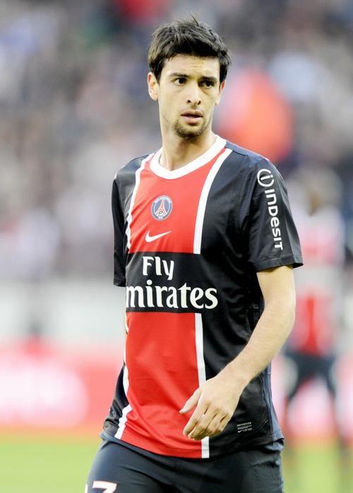 Javier Pastore, es un futbolista argentino que también cuenta con la nacionalidad italiana. Juega como centrocampista ofensivo o mediapunta en el Paris Saint-Germain de la Ligue 1 de Francia.