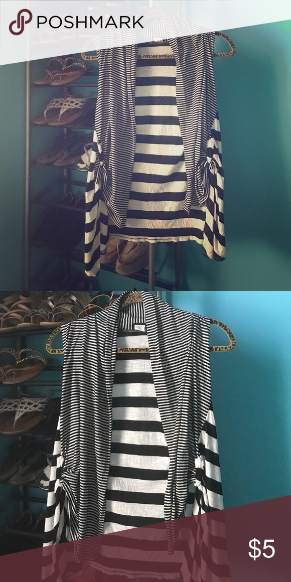 Black and white sleeveless vest Super cut  black and white vest size small can fit a medium/large also Rue 21 Tops