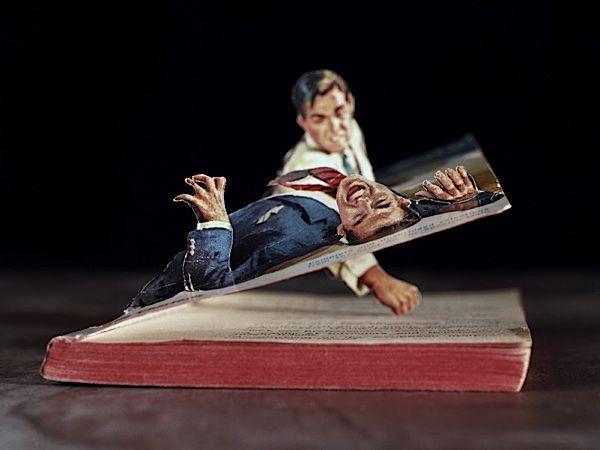 """Thomas Allen.   Aunque parezca mentira son fotografías de cubiertas de libros de los años 40 y 50 -""""pulp""""- los que le gustan a Tarantino, combinadas con dibujos y fotos recortados."""