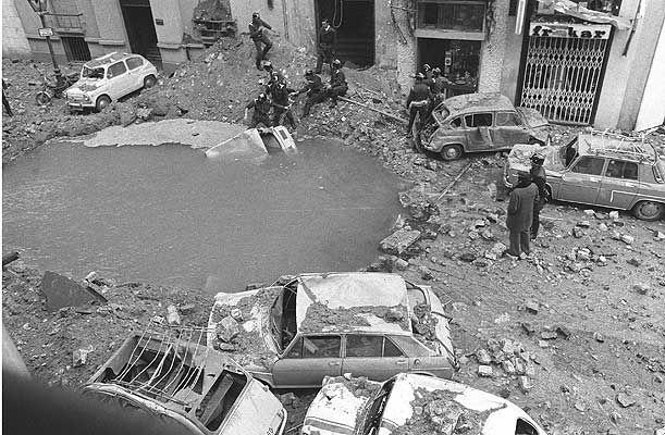 El crater causado por la bomba.