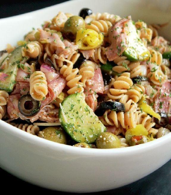 Оливье долой! 5 крутых салатов, которые легко заменят наскучивший рецепт