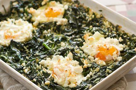Σπανακόρυζο στο φούρνο με αυγά και ανθότυρο - Συνταγές | γαστρονόμος