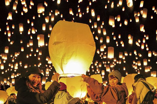 """The Photos From This Japanese Floating Lantern Festival Will Fulfill Your Wildest """"Tangled"""" Dreams"""