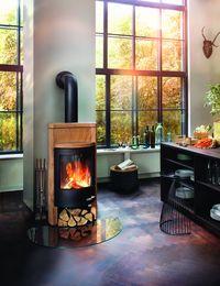 Wydajny kominek Beo firmy Skantherm. Dzięki zastosowaniu kamieni, piec akumuluje ciepło, aby po wygaszeniu oddawać ciepło do 8 godzin.