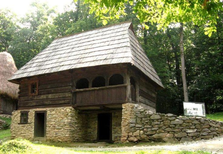 Casa-Avram-Iancu Romania traditional romanian house rural eastern europe