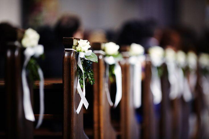 Flowers church wedding ceremony Hochzeit Blumenschmuck in der Kirche bei Trauung