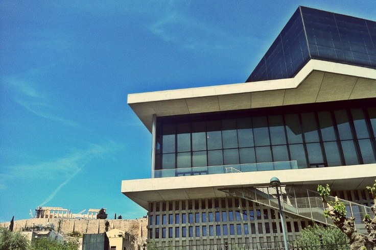The New Museum of the Acropolis and the Acropolis it self seen from Makrigianni Street. (Walking Athens - Route 04 / Plaka)