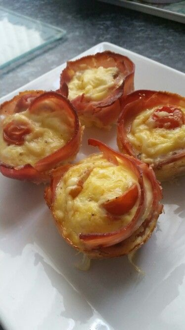 Slimming world mini quiche........spray a bun tin with frylight and put a slice of ham in each to form a cup........I put a cherry tomato in each but you could add onions, peppers, the choice is yours..... Whisk 2 eggs and pour into the ham cups...... I used 25g weight watchers grated cheese (2.5 syns) and shared it amongst the 4 quiches.......bake in the oven on 200 for about 20 minutes or until the egg is set..... Enjoy hot or cold..... 2.5 syns for all 4 or use 30g low fat cheese as your…