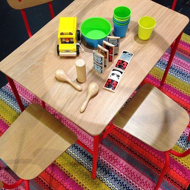 Kreativt kaos! Hester möbler för barn, bord 1.890kr, stol 750kr, leksaker från 39kr, matta Agnes 690kr. #habitatsverige #barnmöbler #leksaker #favoritpåhabitat