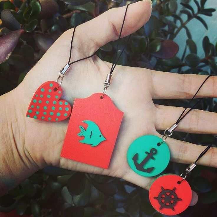 «#handmade #brelok #ручнаяработа #брелок #морскаятема #сердце #рыба #дерево #wood #яркиекраски #якорь #штурвал #Екатеринбург #екб»