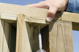 How to build louvered fencing.  Turn this horizontal and I have my A/C fence!!
