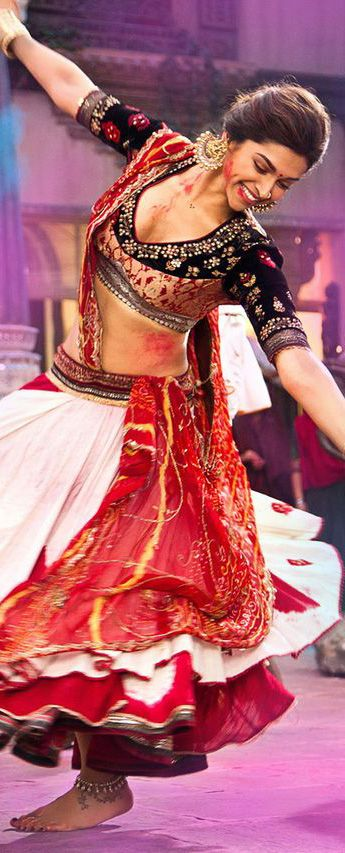 Deepika Padukone wearing Anju Modi in the movie Ram-Leela