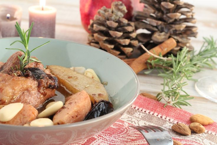 Χοιρινό στη γάστρα με πατάτες, κυδώνια και δαμάσκηνα