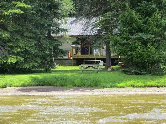 http://www.sandlake.on.ca  Muskoka Cottage Rentals north of Huntsville Ontario Vacancies left for August