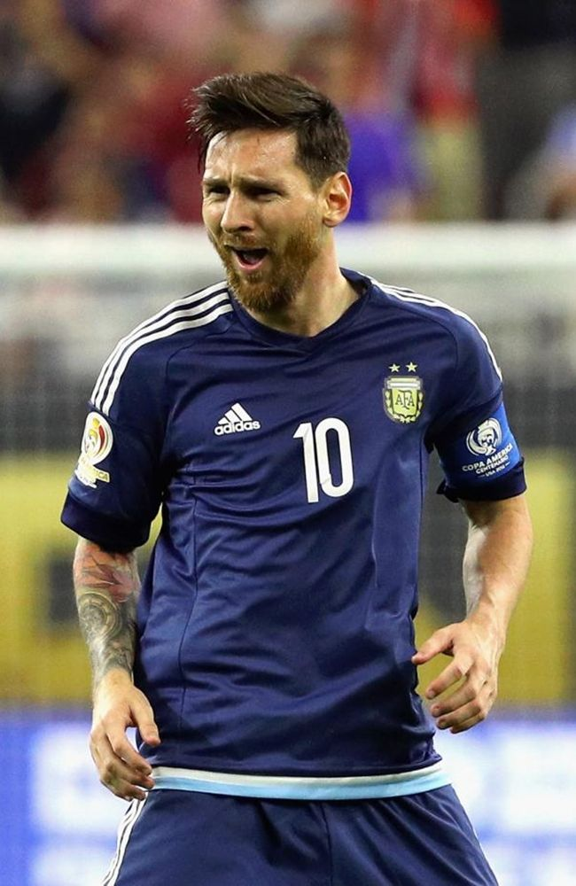 The 10 Best Pictures of Lionel Messi in the Copa America 2016 Lionel Messi - Copa America 2016 http://celevs.com/the-10-best-pictures-of-lionel-messi-copa-america-2016/
