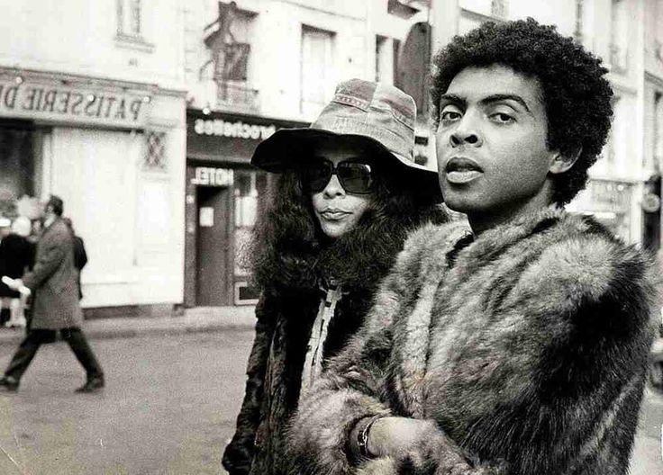 Gal e Gil em Londres, 1971. Crédito: Acervo Gege