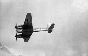 El Messerschmitt Me 210 fue un caza pesado alemán y avión de ataque de la Segunda Guerra Mundial desarrollado por Messerschmitt. El Me 210 fue diseñado para reemplazar al Bf 110 en el papel de caza pesado, antes del inicio de la contienda. El primer ejemplar del Me 210 estuvo listo en 1939, pero demostró unas pobres características de vuelo.