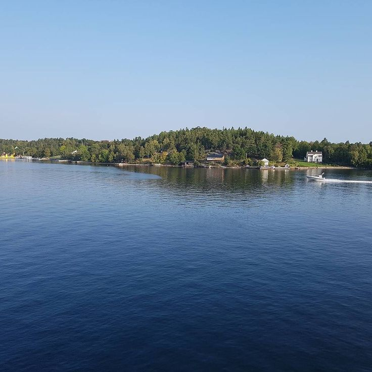 The skerries outside Stockholm please Like and Comment because the weather is nice. #sunny #summer #sweden #stockholm #stockholmcity #boat #ferry #boattrip #nofilter #travelblogger #traveleurope #scandinavian #nomad #ferrytrip #followforfollow #like4follow #followtrain #digitalnomad #digitalnomadlife #eu #sverige #like #followparty #nature #yatch #follow #likeback #holiday #siljaline #tallink