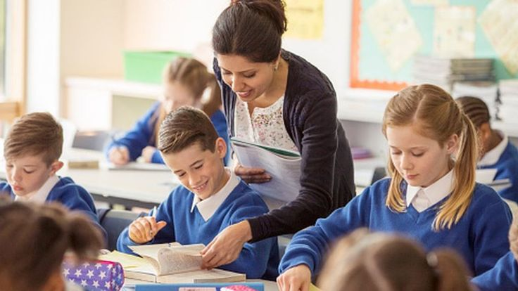 Teacher recruitment a 'significant challenge', say MPs - BBC News
