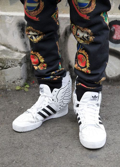 adidas #sneakers with a cool print trouser. jeremy scott wings.