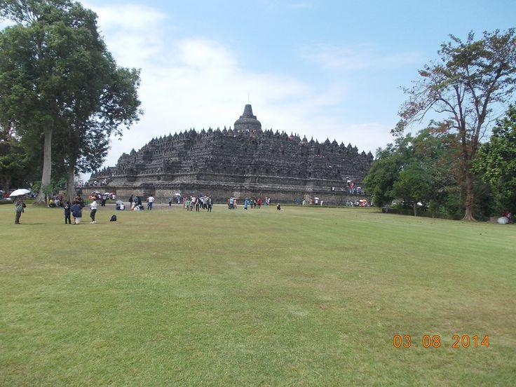 Candi Borobudur dari kejauhan....