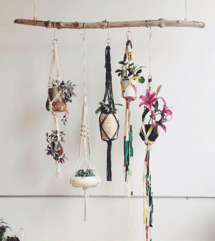El macramé, esa antigua y artesanal técnica, vuelve con fuerza en decoración como una manera fácil y económica de decorar cualquier hogar y llenarlo de espíritu boho chic.